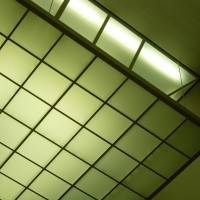 Потолок с использованием стеклянных панелей