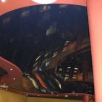 Фотография зеркального натяжного потолка