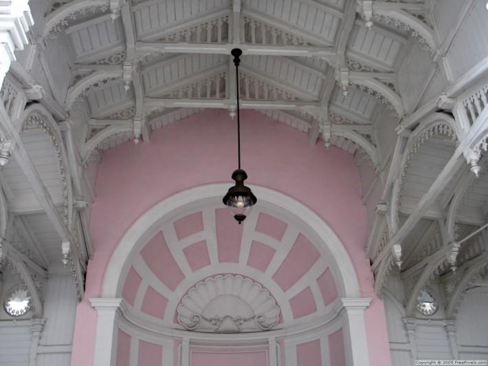 Деревянный потолок — фото 148