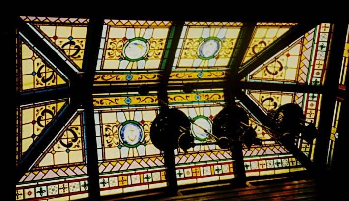 Витражный потолок-крыша