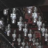 Фото зеркального потолка с бюстами Ленина