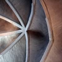 Старинный сводчатый потолок из кирпича