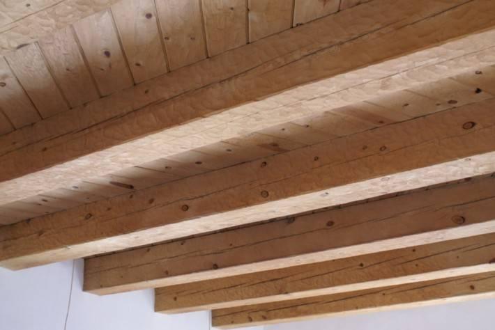 Деревянный потолок — фото 98