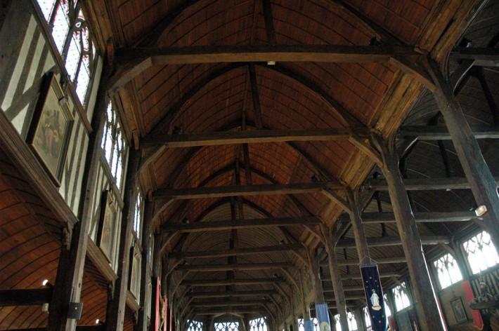 Деревянный потолок — фото 82