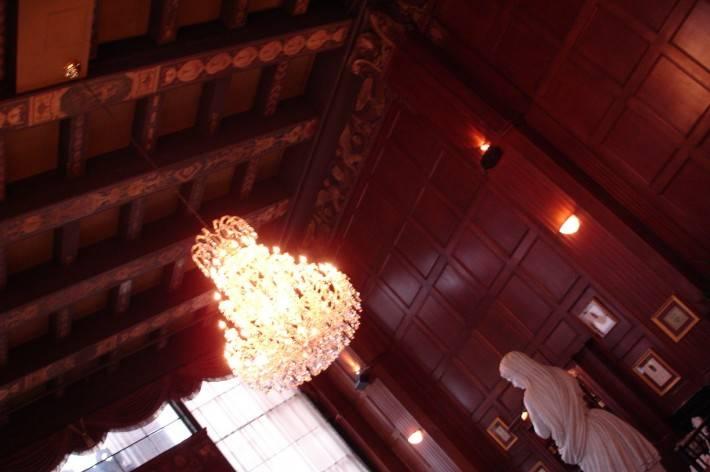 Деревянный потолок — фото 34