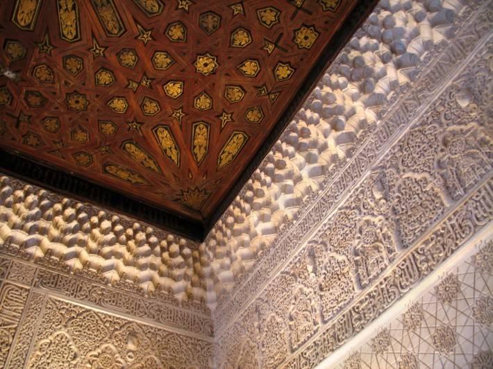 Потолок в замке Альгамбра в Гранаде (фрагмент)