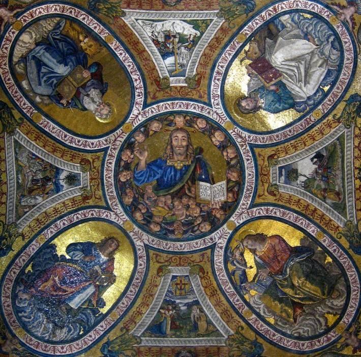 Потолок церкви Санта-Кроче-ин-Джерусалемме в Риме