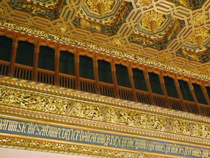 Полихромный потолок дворца Альхаферия в Сарагосе (фото 2)