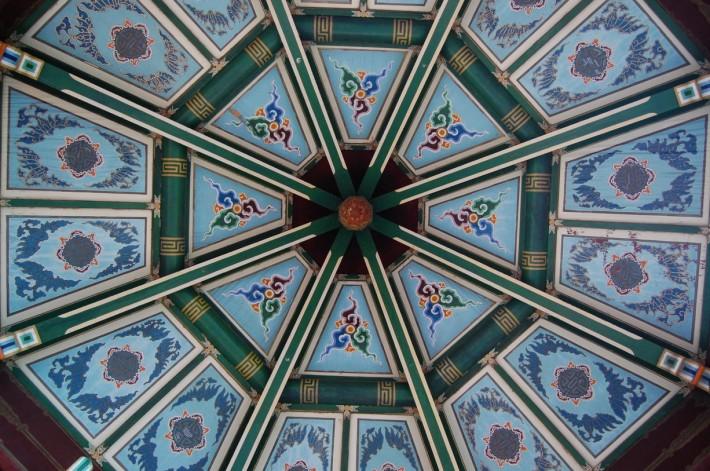 Потолок Тайваньского павильона в парке Золотые Ворота