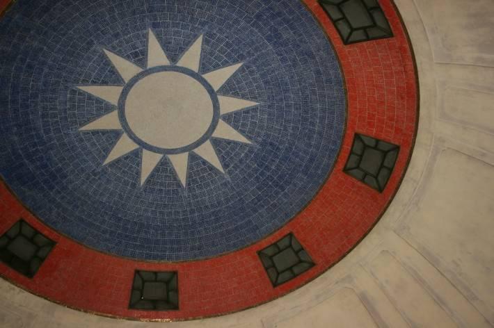 Мозаика с флагом Тайваня на потолке
