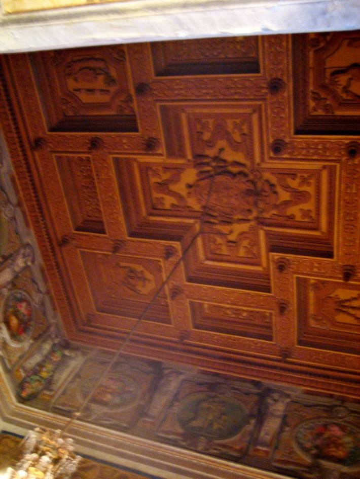 Деревянный потолок — фото 54