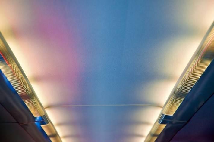 Фото потолка из гипрока в коридоре