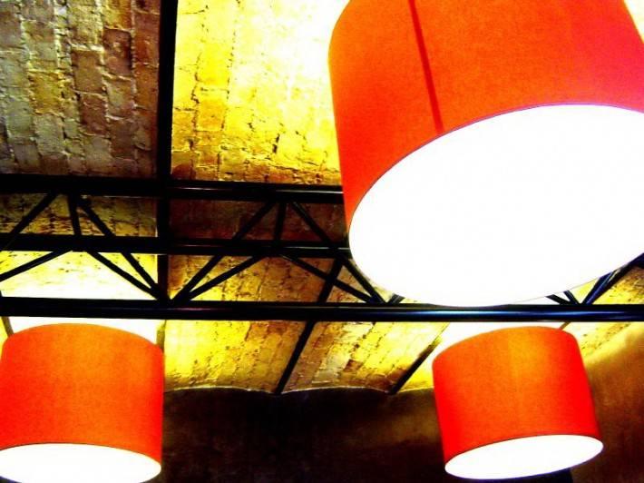 Кирпичный потолок без отделки