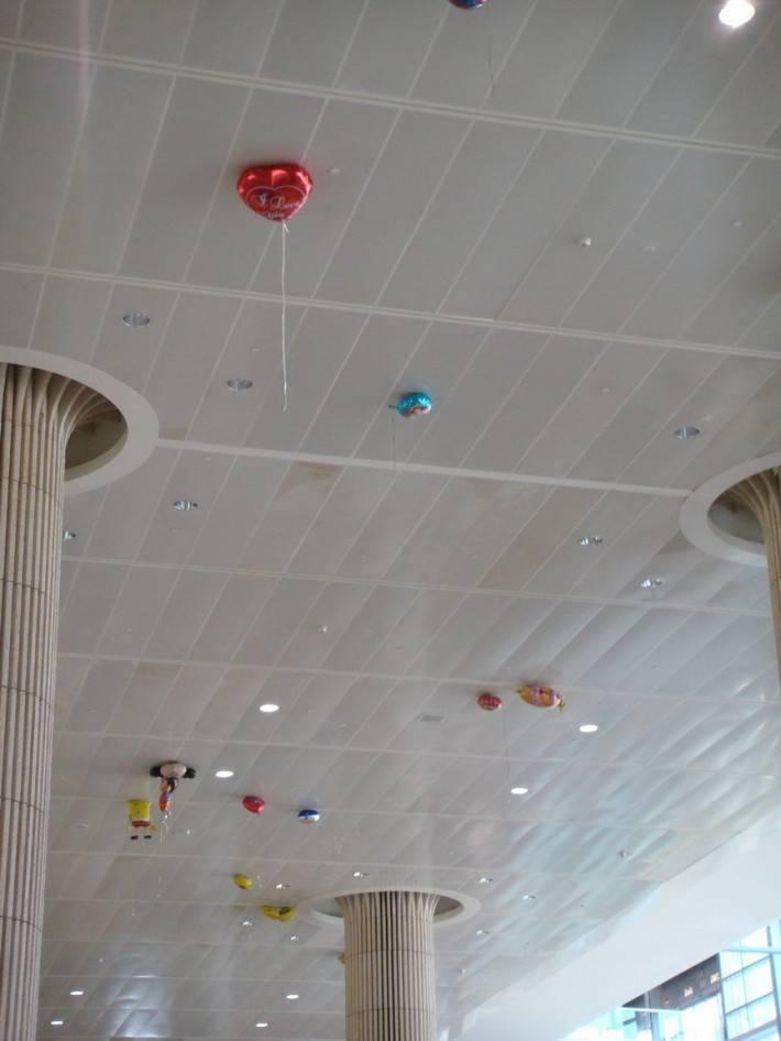 Потолок из декоративных панелей — фото 15