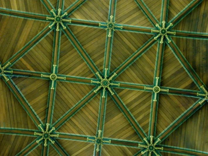 Деревянный потолок — фото 95