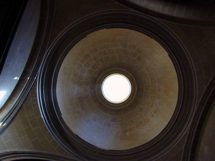 Купольный потолок из кирпича без отделки