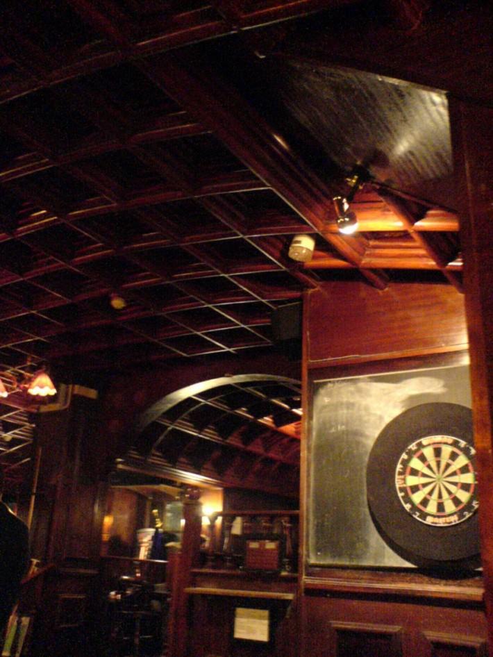 Деревянный потолок — фото 41