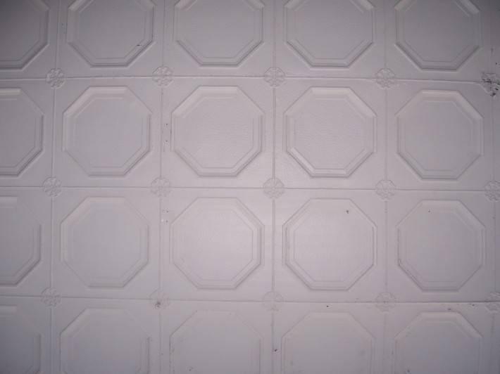 Потолок из декоративных панелей — фото 9