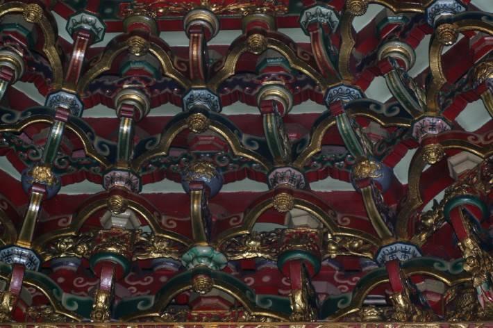 Декор потолка в буддийском стиле