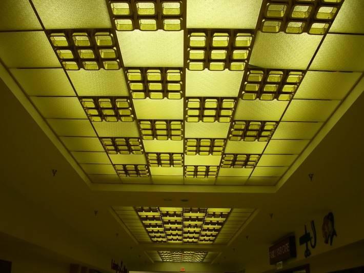 Потолок со стеклянными панелями — фото 2