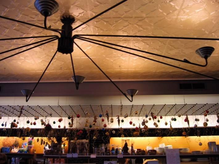 Потолок из декоративных панелей — фото 13