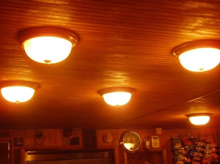 Деревянный потолок — фото 74