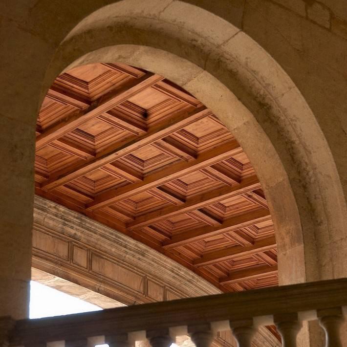 Кессонированный потолок из дерева