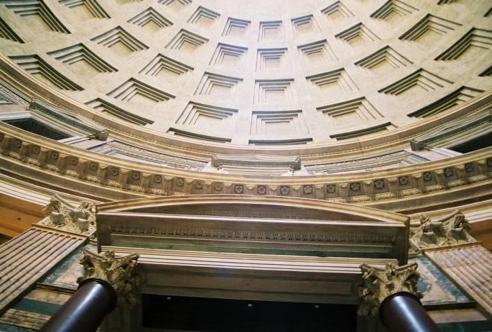 Кирпично-бетонная ротонда Пантеона с кессонированным куполом