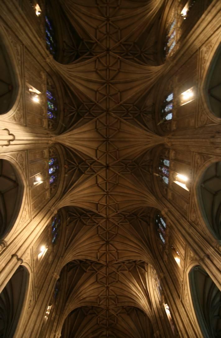 Потолок из камня в Кентерберийском соборе