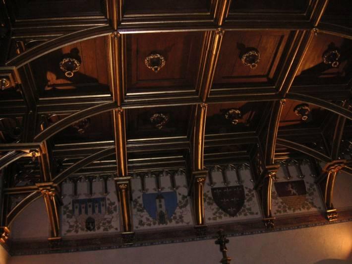 Деревянный потолок — фото 32