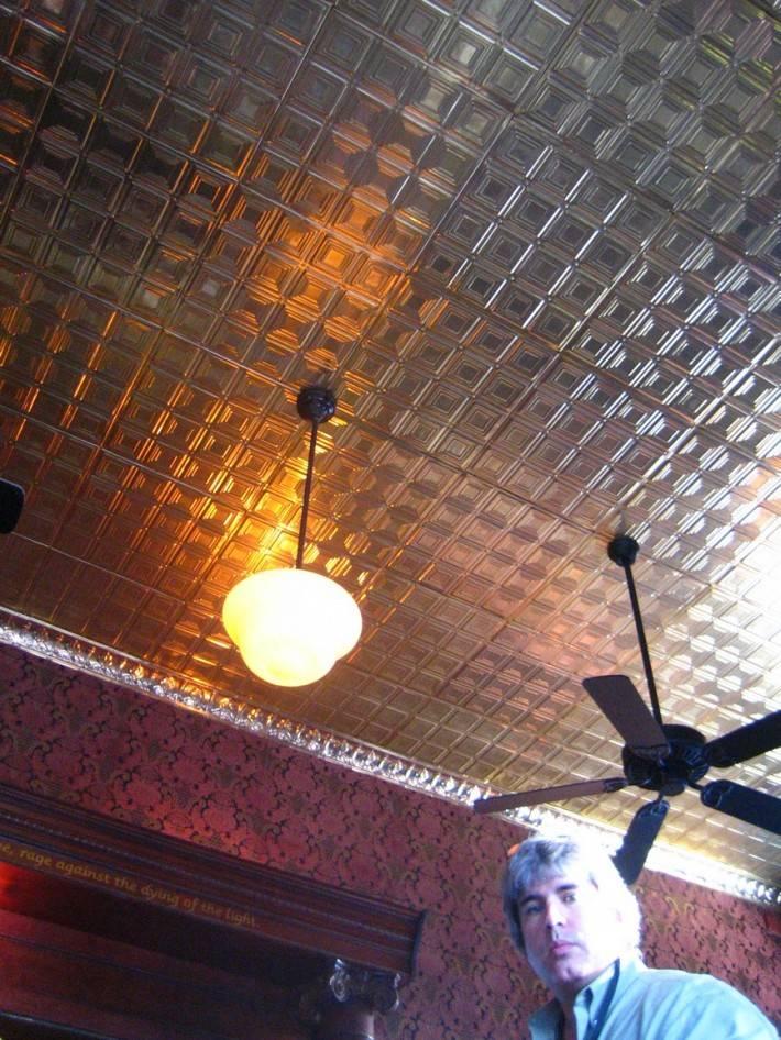 Потолок из металлических панелей