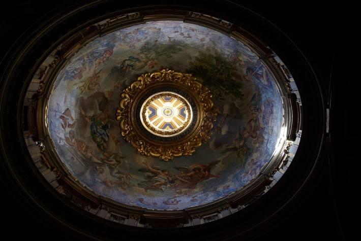 Роспись куполообразного потолка во дворце Сан Дамазо