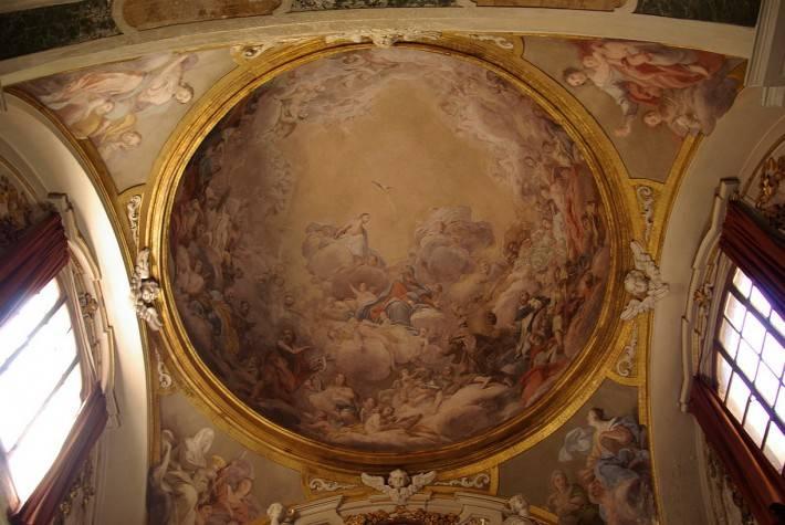 Фреска с библейским сюжетом в куполе