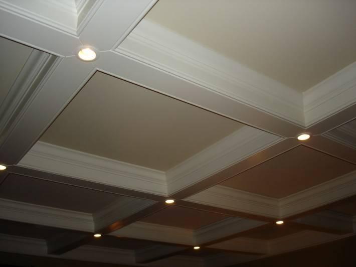 Ниши в потолке из гипрока в форме кессонов