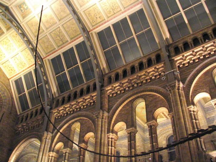Роспись потолка в зале в колониальном стиле