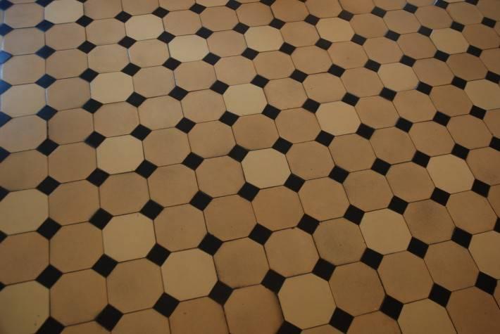 Пол из керамической плитки — фото 39