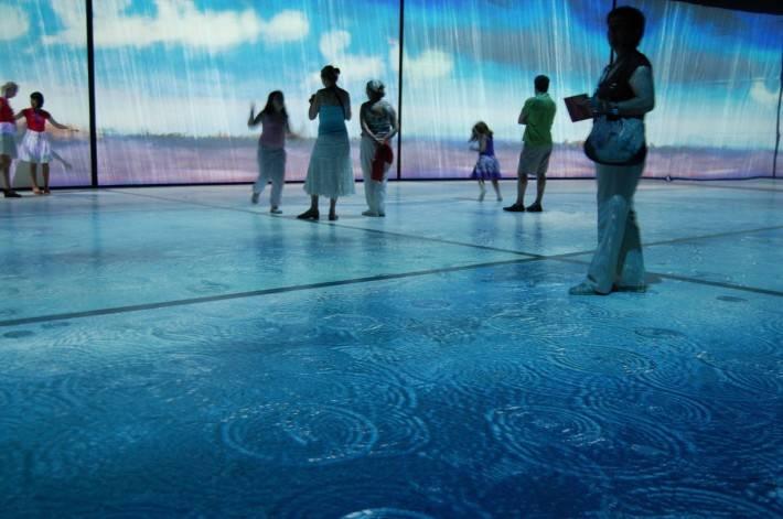 Необычный стеклянный пол — фото 2
