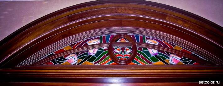 Декорирование витражом двери со стеклом — тимпан