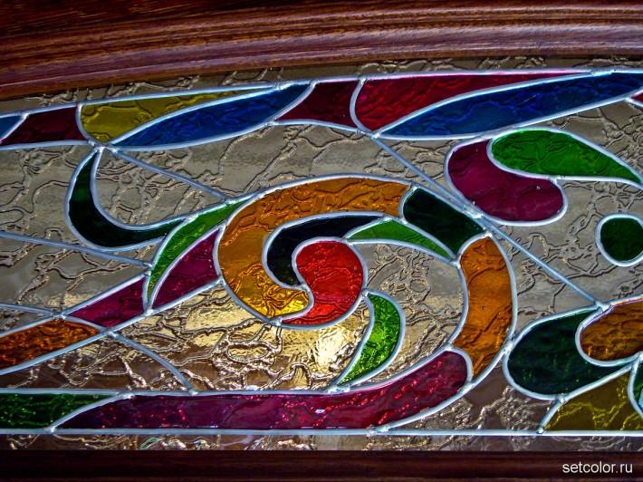 Витражная ниша у входной двери в квартиру — фрагмент тимпана 1