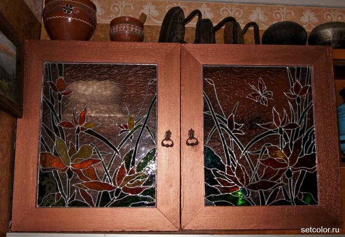 Витраж в дверце буфета — общий вид