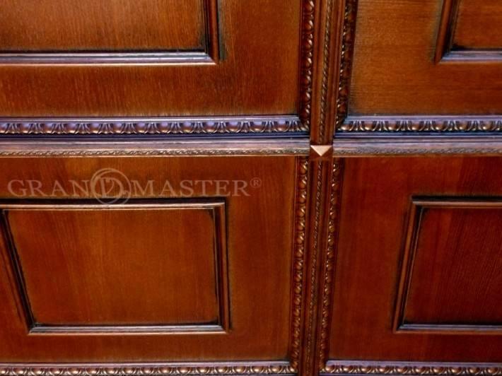 Лакированный деревянный потолок с кессонами
