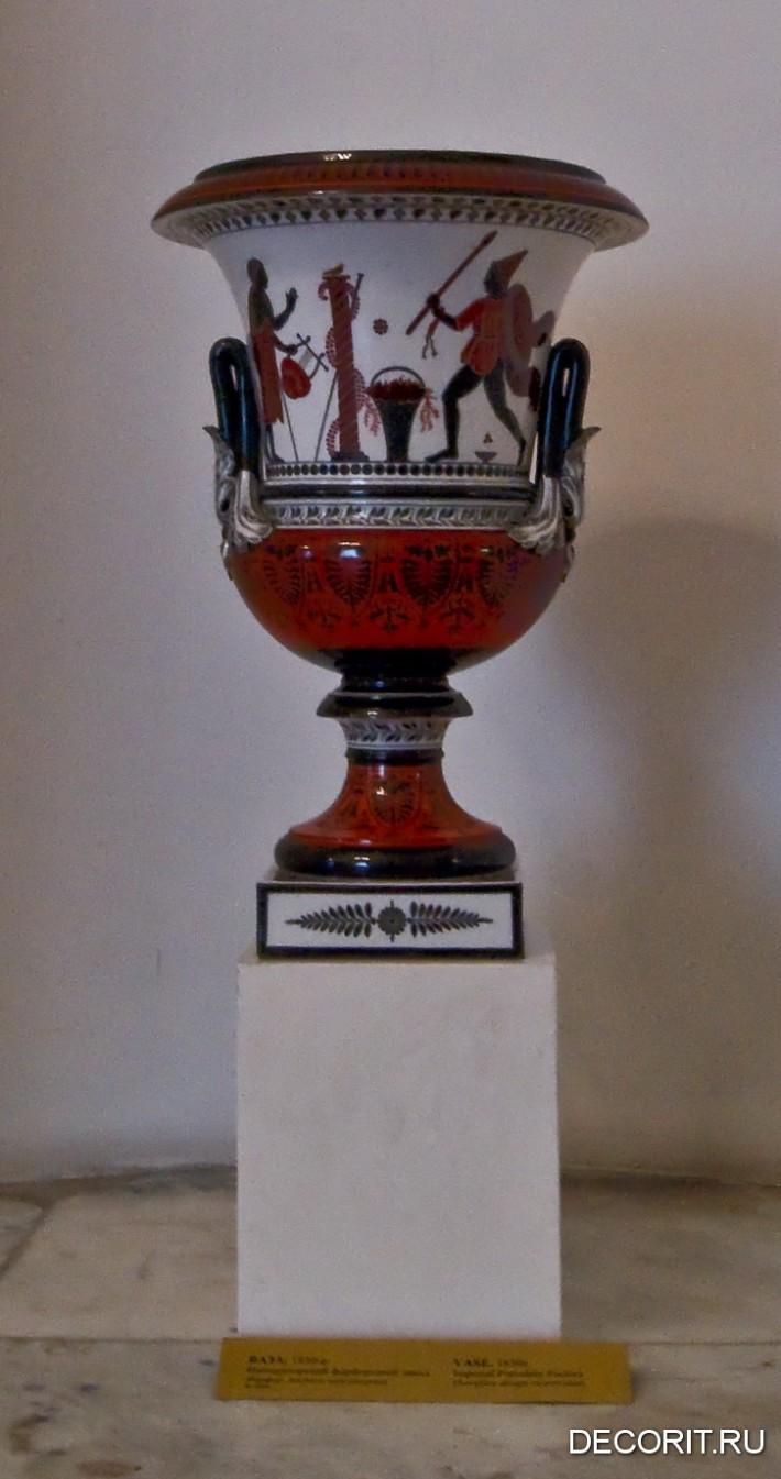 Фото старинной вазы из Инженерного замка