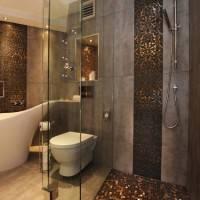 Мозаичный пол в ванной