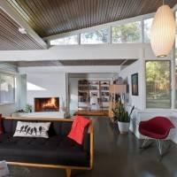 Деревянный потолок в гостиной — фото 1