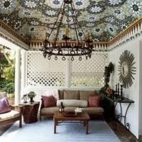 Мозаичный потолок в гостиной