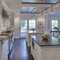 Клеевой потолок на кухне