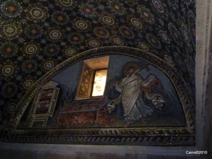 Мозаика на потолке в мавзолее Галлы Плацидии (фото 2)