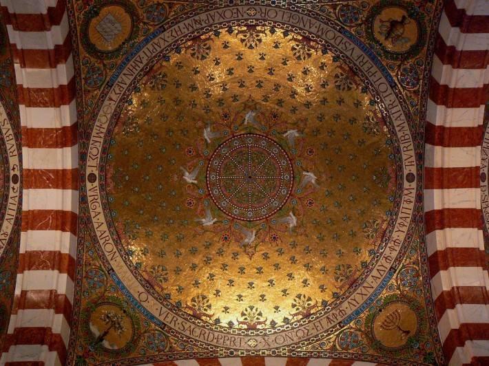 Потолок базилики Нотр-Дам Де Ля Гард в Марселе (фото 2)