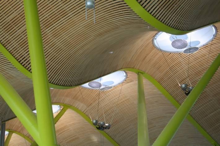 Потолок международного аэропорта Барахас в Мадриде — фото 3