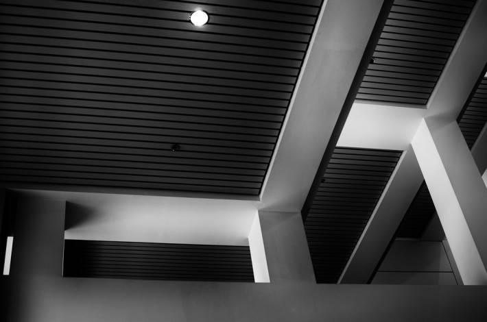 Реечный потолок черного цвета